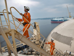 Surveyors on gas ship